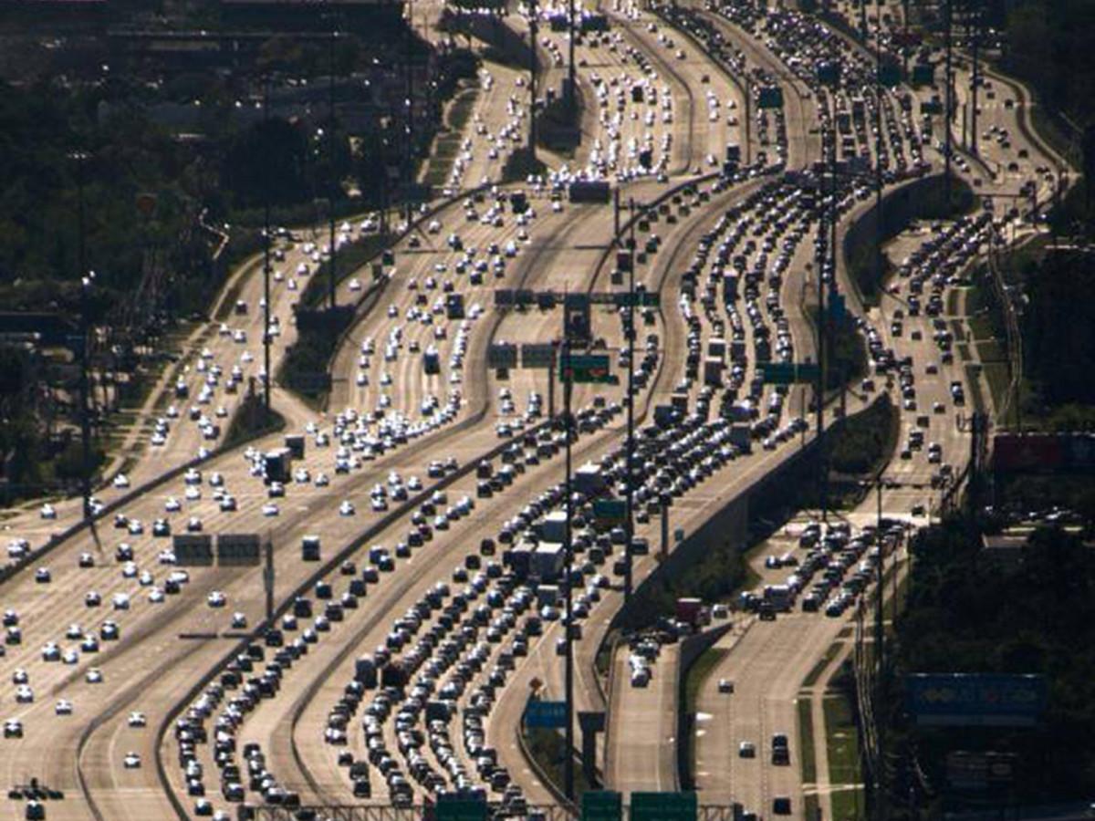 Katy freeway à Houston : à peine agrandie à 26 voies, l'autoroute était déjà bouchée.
